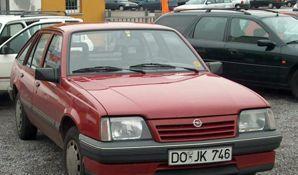 Фото 2 Opel Ascona 5 дв. хэтчбек