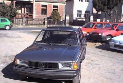 Фото 4 Peugeot 305 4 дв. седан